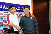 图文:2010世界杯预选赛 朝韩两位主教练