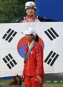 图文:广州亚运会女子射箭个人颁奖