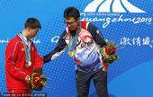 图文:广州亚运会男子25米标准手枪个人颁奖