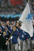 图文:2006多哈运动会朝韩两国运动员联合入场