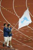 图文:2002釜山运动会朝韩两国运动员联合入场