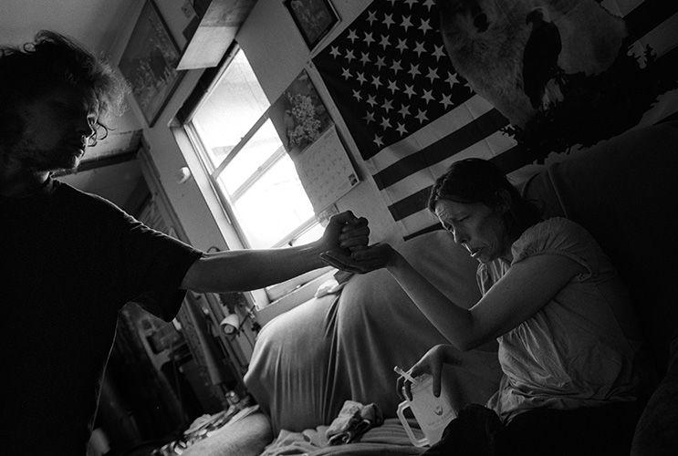 美国摄影师跟拍患艾滋病女子18年 搜狐新闻