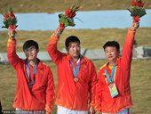 图文:男子双向飞碟团体颁奖 中国摘铜