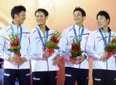 图为:现代五项男子团体赛颁奖 日本队获得铜牌