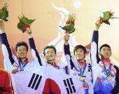 图为:现代五项男子团体赛颁奖 韩国队获得金牌