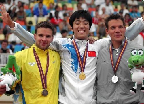 2001年8月28日,世界大学生运动会刘翔夺冠