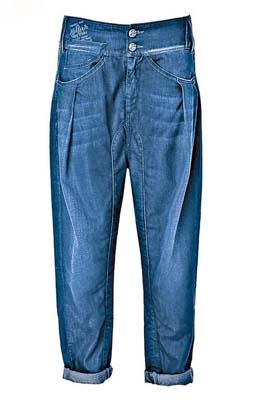 深蓝色牛仔裤$1,090
