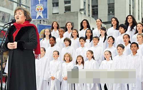 苏珊大妈联同儿童合唱团献唱
