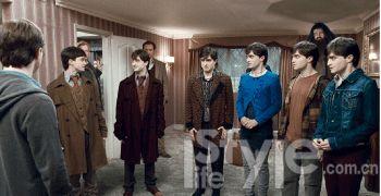③7个哈利・波特同时出现是本片一大看点。