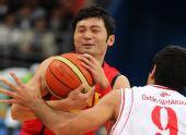 图文:男篮半决赛中国VS伊朗 刘炜遭遇对手严防