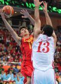 图文:亚运男篮中国晋级决赛 张博顽强上篮