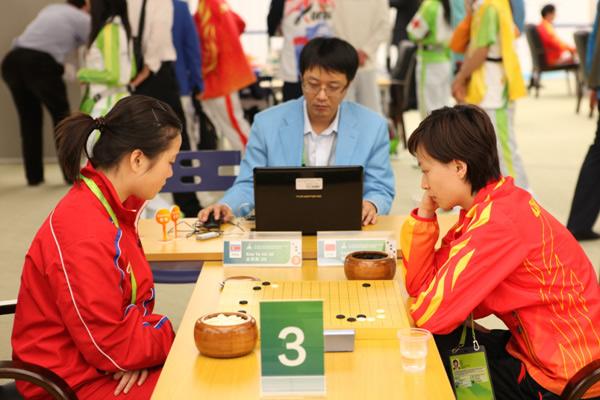 图文:围棋团体赛第六轮 唐奕二段VS朝鲜金柔美