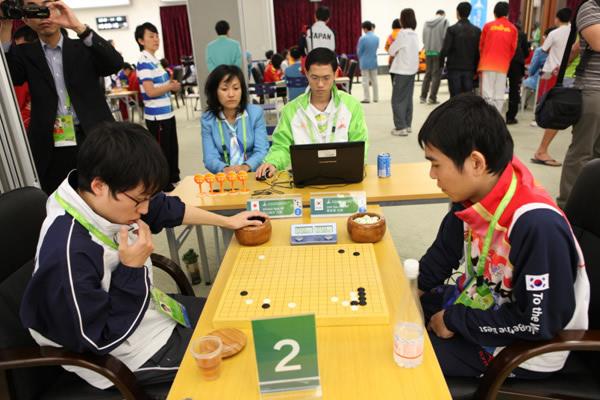图文:围棋团体赛第六轮 李世石VS井山裕太九段