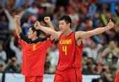 图文:亚运男篮中国队晋级决赛 兴奋庆祝胜利