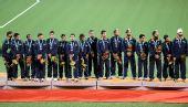 图文:男子曲棍球颁奖仪式进行 印度队获得铜牌