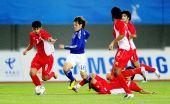 图文:男足决赛日本1-0阿联酋 山口�w单骑闯关