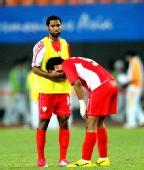 图文:男足决赛日本队员 阿联酋队员黯然神伤