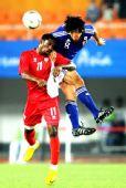 图文:男足决赛日本1-0阿联酋 山村和也头球