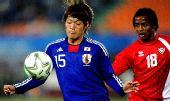 图文:男足决赛日本1-0阿联酋 东庆悟稳稳护球