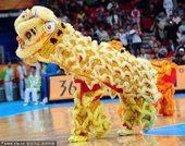 2010亚运会女篮决赛中国VS 韩国 现场舞狮表演