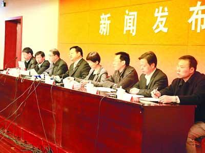 南京市政府昨召开新闻发布会,公布稳定物价紧急通知。据中国南京网