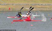图文:女子500米单人皮艇 中国选手周玉夺冠