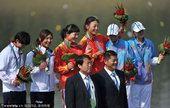 图文:女子500米双人皮艇 冠亚季军合影
