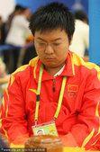 图文:围棋团体决赛 中国选手专注比赛