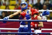 图文:拳击男子56公斤级决赛 张家玮8-3沃拉坡