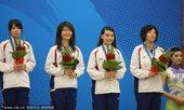 图文:围棋女子团体颁奖 中华台北摘铜