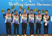 图文:围棋男子团体颁奖 韩国队夺冠