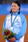 图文:摔跤女子自由式63KG颁奖 蒙古选手摘银