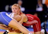 图文:摔跤女子63KG沙利吉娜夺冠 角力时刻
