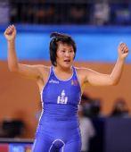 图文:摔跤女子72KG蒙古选手夺冠 平静庆祝胜利
