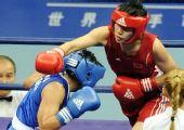 图文:拳击女子57-60KG董程夺冠 出拳攻击对手