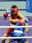 图文:拳击女子57-60KG董程夺冠 主动出拳进攻