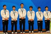 图文:围棋男子团体颁奖仪式 日本队获得铜牌