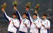 图文:男子4X100米接力颁奖仪式 中华台北摘银