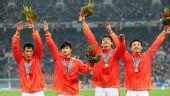 图文:男子4X100米接力颁奖仪式 中国获得金牌