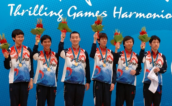 韩国男队登上领奖台