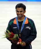 图文:花样轮滑男单颁奖仪式 亚马获得铜牌
