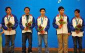 图文:国际象棋男子团体颁奖 菲律宾队员