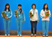 图文:国际象棋男子团体颁奖 乌兹别克斯坦队员