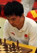 图文:国际象棋男子团体颁奖 周健超团体赛中