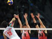 图文:亚运男排排球决赛 日本队球员比赛中