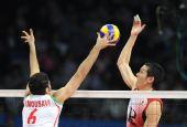 图文:亚运男排排球决赛 日本队球员比赛中扣球