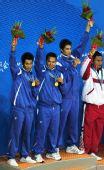 图文:藤球男子双人颁奖仪式 缅甸队员挥手致意