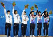图文:藤球女子双人颁奖仪式 日韩两队并列季军