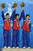 图文:藤球女子双人颁奖仪式 冠军缅甸队
