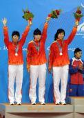 图文:藤球女子双人颁奖仪式 中国队三位选手